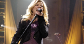 Fun Mom Kelly Clarkson hoping for a happy baby