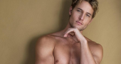 Justin Hartley channels his inner Ryan Reynolds
